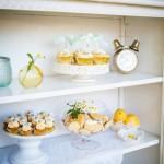 640_gele-cupcakes-gele-koekjes-witte-kast-decoratie