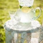 640_houten-tafeltje-kanten-kleedje-citroenwater
